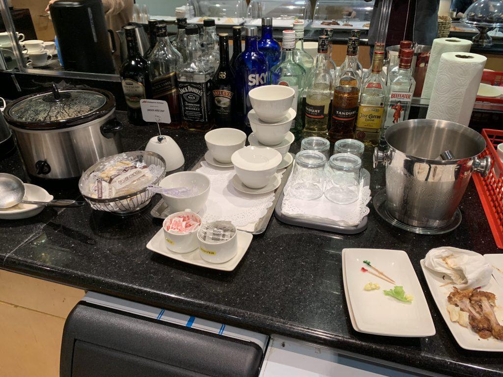 San Francisco International Airport Mabuhay Lounge Bar and Drinks