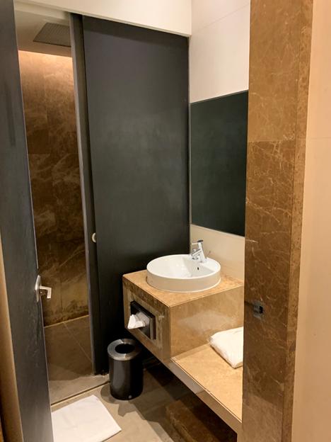 SilverKris Lounge First Class Lounge Shower Room