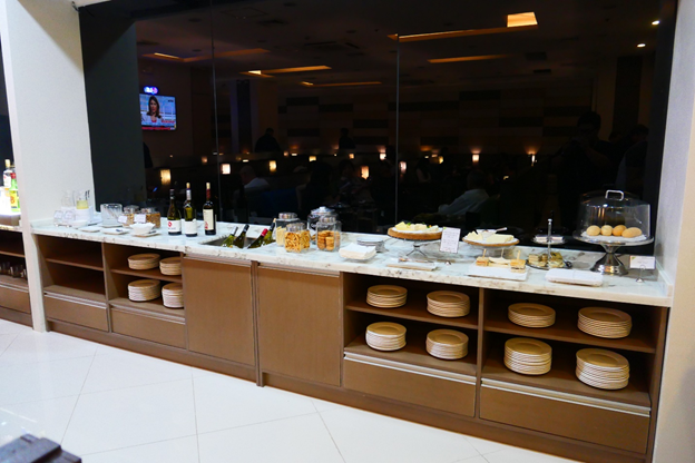 SKY VIEW Lounge Buffet Table