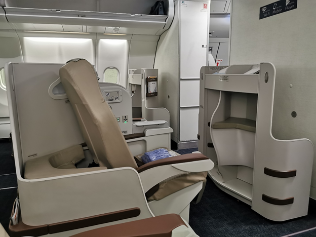 PAL A330 Business Class Middle Seat